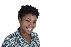 Mujer negra joven en blanco Foto de archivo
