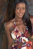 Mujer negra joven hermosa imagen de archivo