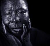 Mujer negra que se aflige imagen de archivo libre de regalías