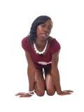 Mujer negra skinnny joven en alineada roja del knit Imagen de archivo