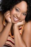 Mujer negra sonriente foto de archivo