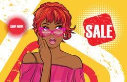 Mujer negra sorprendida con los vidrios que miran venta del pomotion stock de ilustración