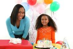 Mujer, niño, cumpleaños Foto de archivo