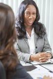 Mujer o empresaria del afroamericano en la reunión fotografía de archivo libre de regalías