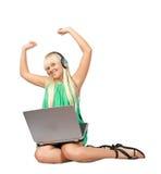 Mujer ocasional con la computadora portátil Imagenes de archivo