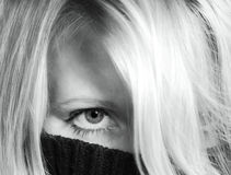 Mujer ocultada fotografía de archivo libre de regalías