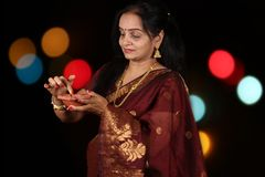 Mujer ocupada de Diwali foto de archivo
