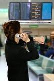 Mujer oriental en el aeropuerto Fotografía de archivo