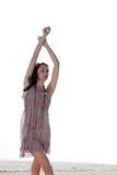 Mujer outstretching sus brazos Foto de archivo libre de regalías