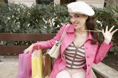 Mujer peculiar con compras Imagen de archivo libre de regalías