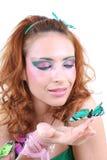 Mujer pelirroja con la mariposa Fotografía de archivo