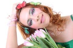 Mujer pelirroja con las flores Fotografía de archivo libre de regalías