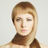 Mujer, pelo rubio - salón de belleza Fotos de archivo libres de regalías