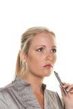 Mujer pensativa con la pluma Foto de archivo libre de regalías