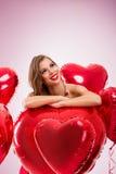 Mujer pensativa de la tarjeta del día de San Valentín Imagen de archivo