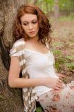 Mujer pensativa en maderas Fotografía de archivo libre de regalías