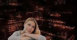 Mujer pensativa que mira lejos contra gráficos de la matemáticas Foto de archivo libre de regalías