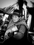Mujer peruana durmiente imagenes de archivo