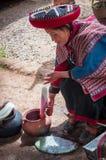 Mujer peruana en Chinchero fotografía de archivo libre de regalías