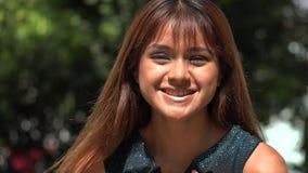 Mujer peruana joven de amor almacen de metraje de vídeo