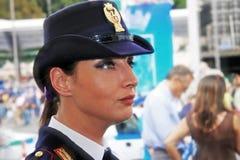Mujer policía en uniforme Foto de archivo libre de regalías