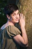 Mujer por el árbol Fotografía de archivo libre de regalías