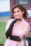 Mujer positiva en color de rosa Imagenes de archivo