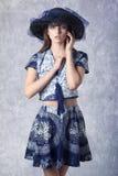 Mujer preciosa con el sombrero fotografía de archivo libre de regalías