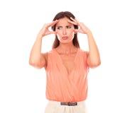 Mujer preciosa que sufre de dolor de cabeza de la jaqueca Foto de archivo