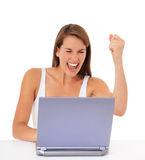 Mujer que anima con la computadora portátil Imágenes de archivo libres de regalías