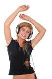 Mujer que baila a la música en auriculares Foto de archivo