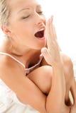 Mujer que bosteza Imagen de archivo