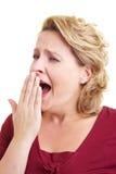 Mujer que bosteza foto de archivo libre de regalías