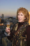 Mujer que celebra con champán Foto de archivo