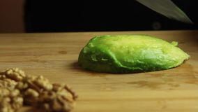 Mujer que cocina el sistema de la receta de las gachas de avena del vegano almacen de metraje de vídeo