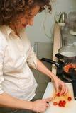 Mujer que cocina en el país Fotografía de archivo libre de regalías