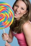 Mujer que come el Lollipop Fotos de archivo