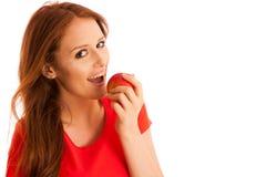 Mujer que come la manzana roja aislada sobre el backgoround blanco Imagen de archivo