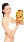 Mujer que come un emparedado grande Foto de archivo libre de regalías