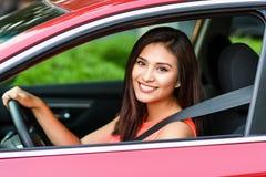 Mujer que conduce el coche Imagen de archivo libre de regalías