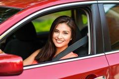 Mujer que conduce el coche Fotos de archivo libres de regalías