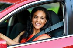 Mujer que conduce el coche Foto de archivo libre de regalías