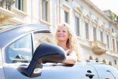 Mujer que conduce el conductor femenino automotriz Imagen de archivo libre de regalías