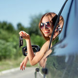 Mujer que conduce su coche Imagen de archivo libre de regalías