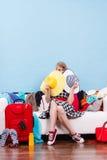 Mujer que consigue lista para el viaje Fotografía de archivo