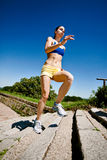 Mujer que corre arriba Imagenes de archivo