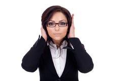 Mujer que cubre sus oídos Fotos de archivo libres de regalías
