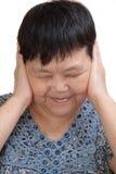 Mujer que cubre sus oídos Fotografía de archivo libre de regalías