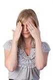 Mujer que cubre sus ojos con las manos Foto de archivo libre de regalías