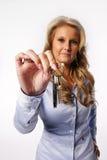 Mujer que da claves Imagen de archivo libre de regalías